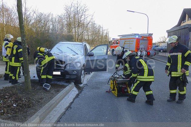 0005-pkw-brand-sporbecker-weg-26032013